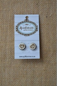 Stud Earrings Engraved Heart